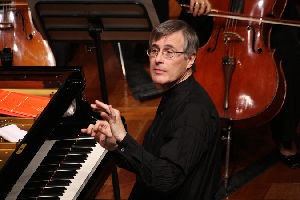 Christian Zacharias, conductor and piano